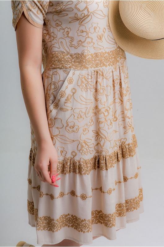 Платье с вышитыми цветами