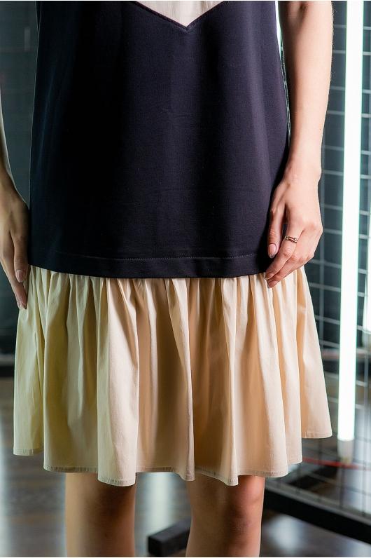 Платье свободного кроя с воланом