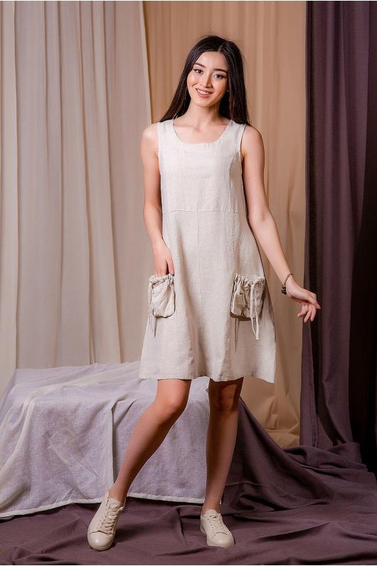 Платье из натуральной ткани с накладными карманами