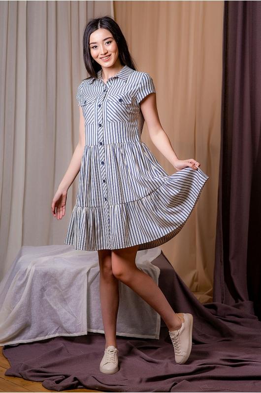 Платье расклешенное от пояса на пуговицах впереди