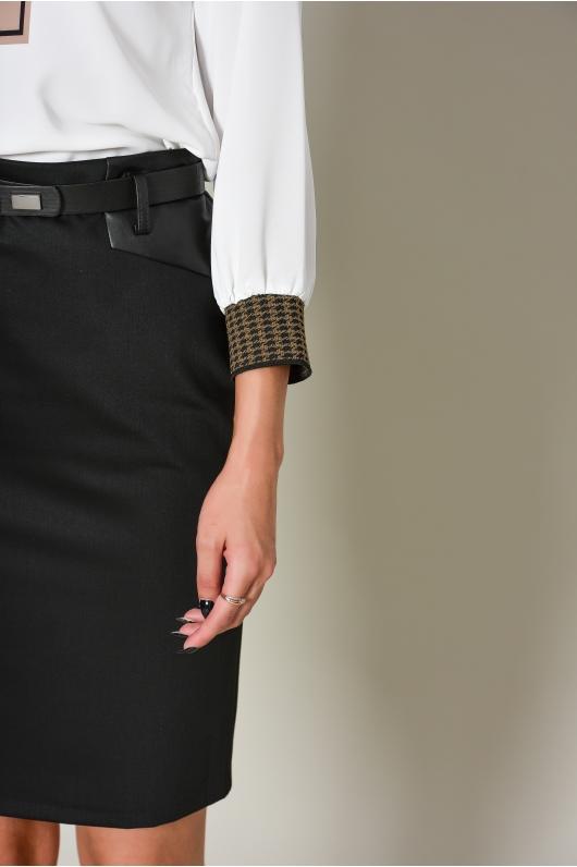 Блуза с декоративным элементом