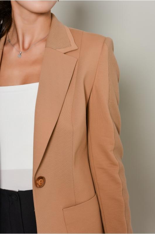 Жакет приталенный с накладными карманами