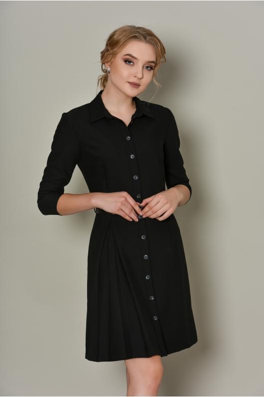 Лаконичное платье на пуговицах с отложным воротником