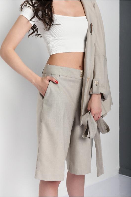 Костюм- жакет с удлиненными шортами
