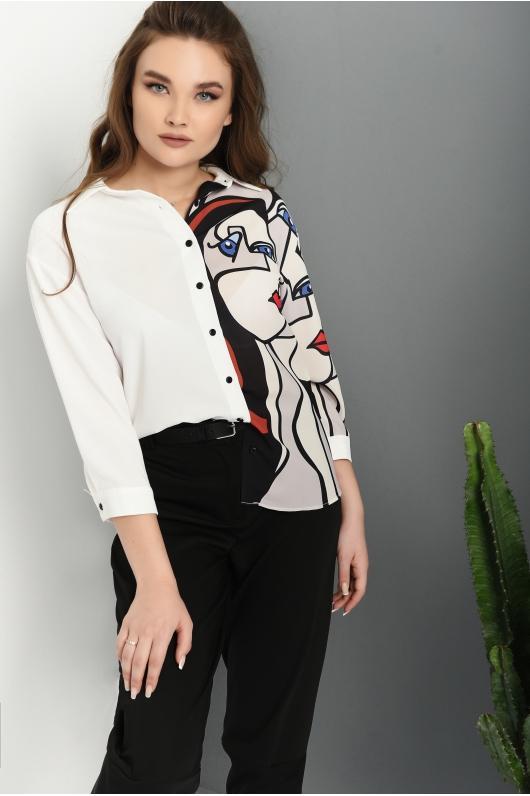 Блуза на пуговицах с декоративным принтом