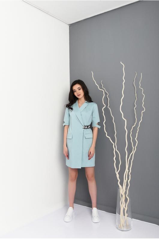 Платье на запах с декоративным ремешком