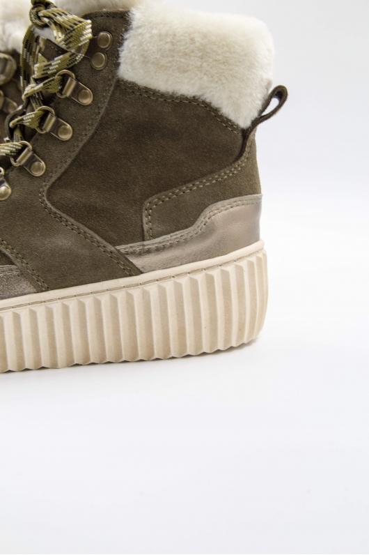 Ботинки на шнурке