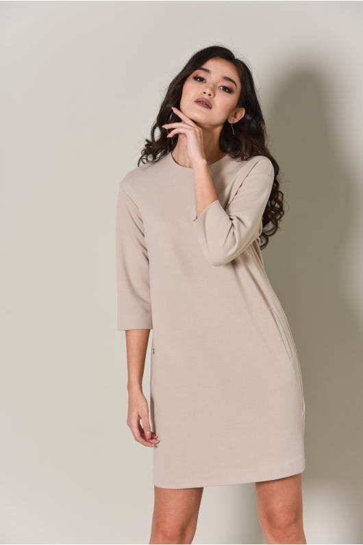 Платье в бежевом оттенке