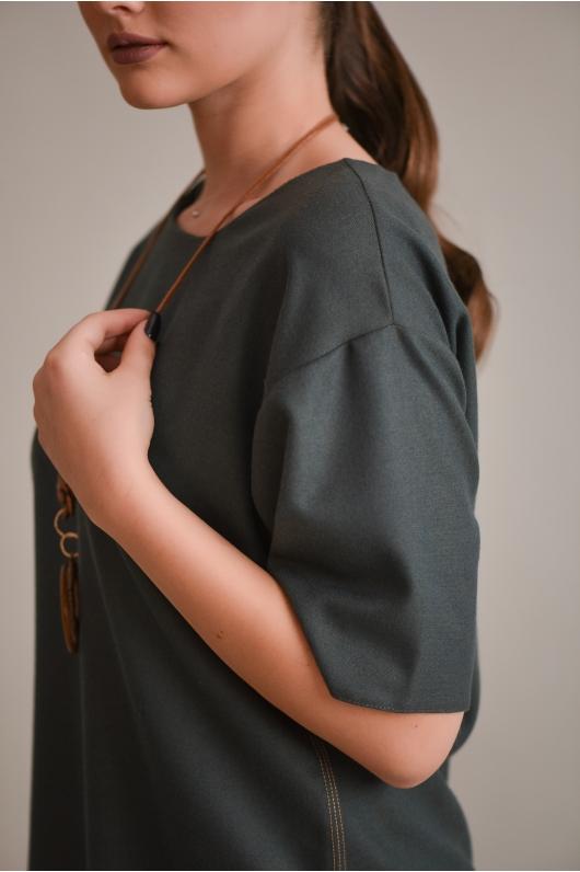 Платье свободного фасона с плечом-реглан