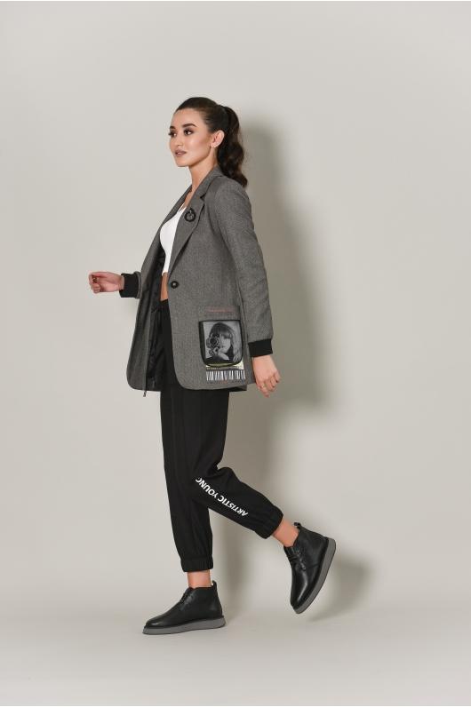 Жакет приталенный с графическим фото на кармане